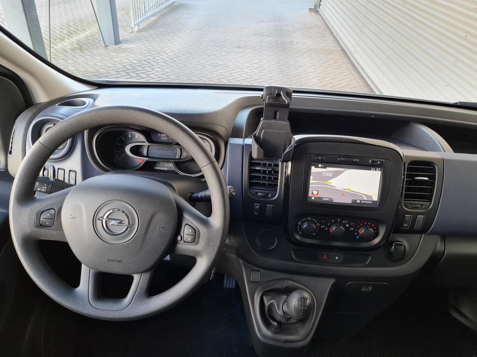 Opel-Vivaro-10